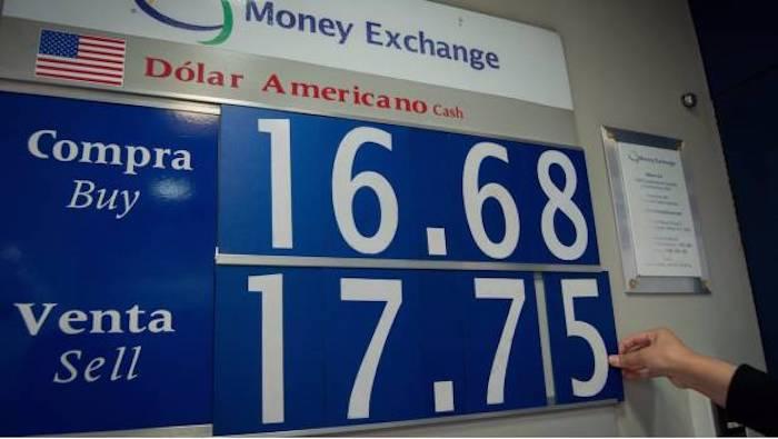 El dólar cierra la semana en $17.85 al mayoreo