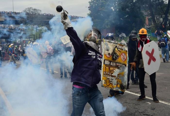 Maduro prohíbe las protestas que afecten a la Asamblea Constituyente