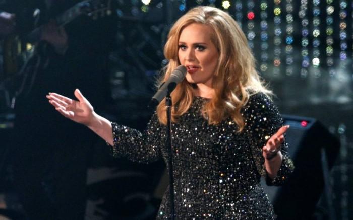 Adele, cancela dos últimos conciertos en Londres.