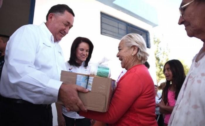 Entrega Isidro suplemento alimenticio para niños