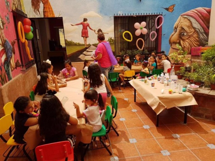 Participan niñas en curso de verano del IMM