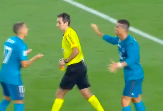 CR7 empuja ¡al árbitro! (Video)