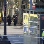 Policias-acordonada-camioneta-Ramblas-Barcelona_LNCIMA20170817_0030_5