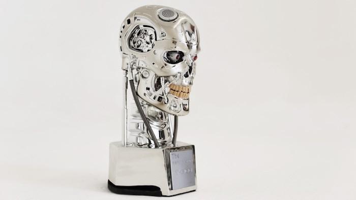 Esta cabeza de un Terminator T-800 es en realidad un altavoz Bluetooth con cámara de vigilancia integrada