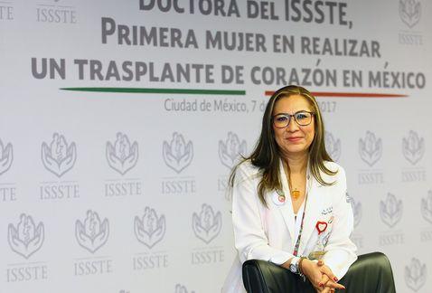 """La primera cirujana en trasplantar un corazón en México: """"Las doctoras no estamos exentas al machismo"""""""