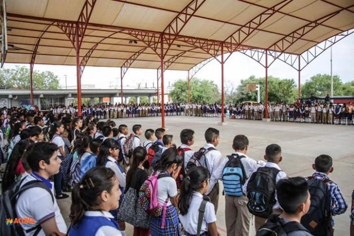 ENTREGAN TECHO MALLA SOMBRA A ESTUDIANTES DE LA SECUNDARIA No. 3.