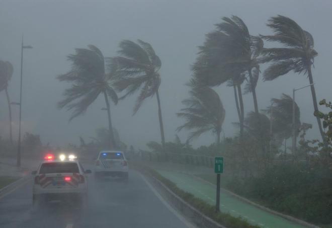 'María' impacta Dominica como huracán categoría 5 va a Puerto Rico.