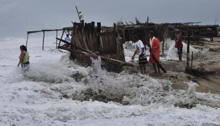 El huracán Max se degrada a tormenta tropical tras tocar tierra en Guerrero