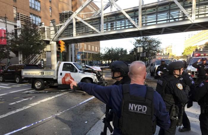 """Ocho muertos en Nueva York tras un """"acto de terror"""" con una furgoneta"""