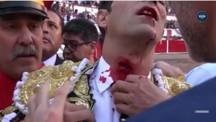Arturo Macías termina faena tras cornada en cuello