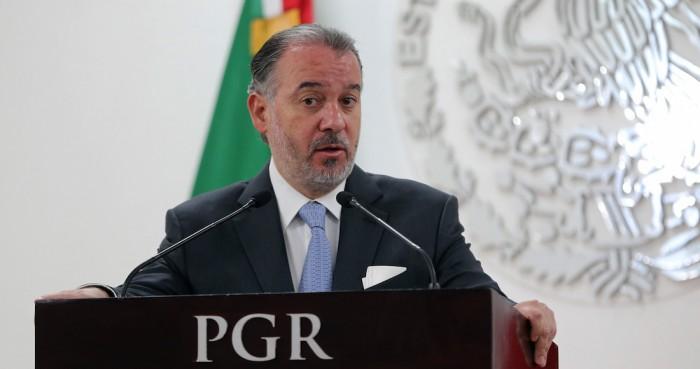 Raúl Cervantes renuncia al cargo de procurador general de México