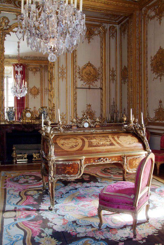 0d5fb942cc8cc8fe49f4f1f285abb392--versailles-paris-writing-desk