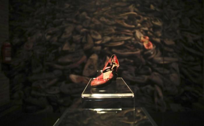 Los zapatos de la muerte caminan solos