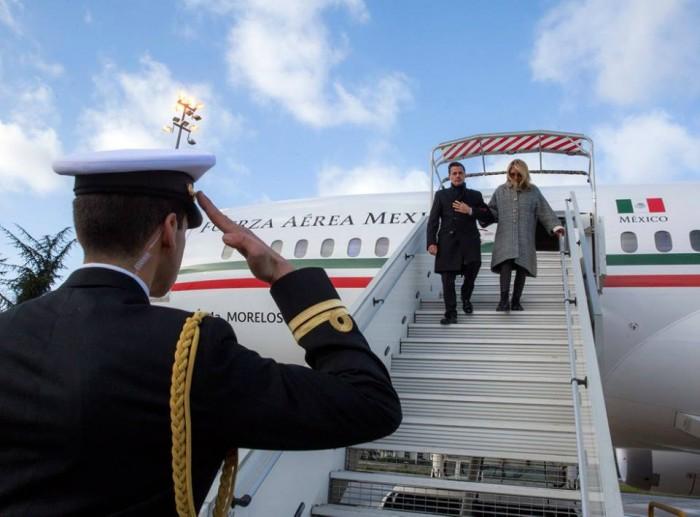 Llega EPN a París acompañado de Primera Dama