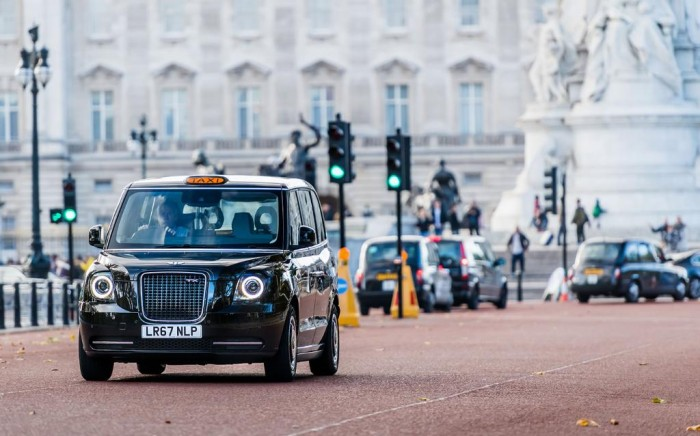 Los taxis 'black cabs' londineses ya son eléctricos.