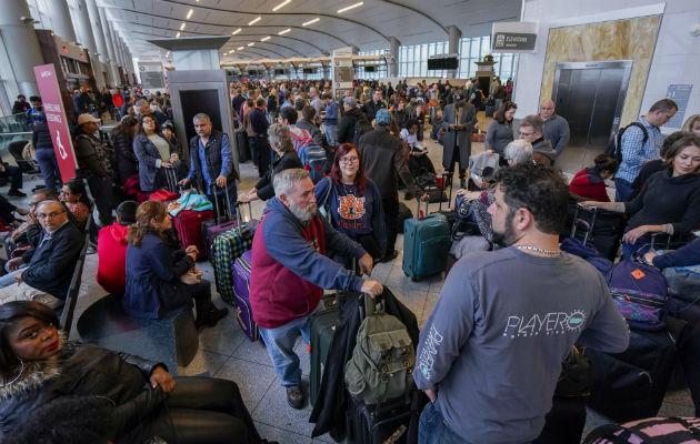 Caos y miles de vuelos cancelados por un apagón en el aeropuerto de Atlanta, el más transitado del mundo