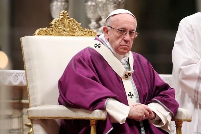 Papa Francisco expulsa a 9 sacerdotes por realizar exorcismos no autorizados