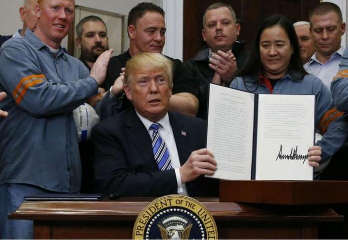 Trump impone aranceles; excluye a Canadá y México