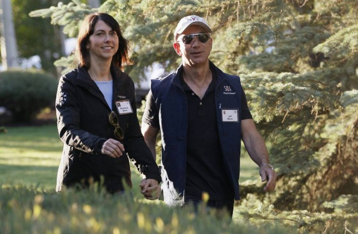 La inusual vida normal del matrimonio Bezos