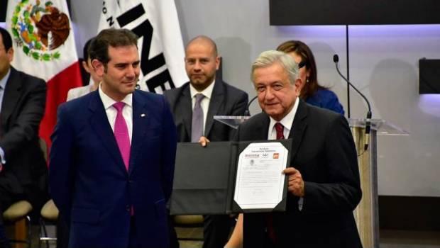 López Obrador promete someter su presidencia a una consulta popular cada dos años