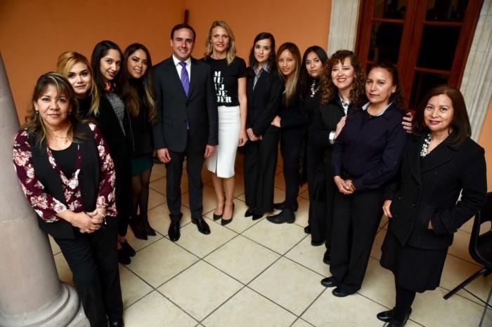 Promueve Manolo igualdad entre mujeres y hombres (1)