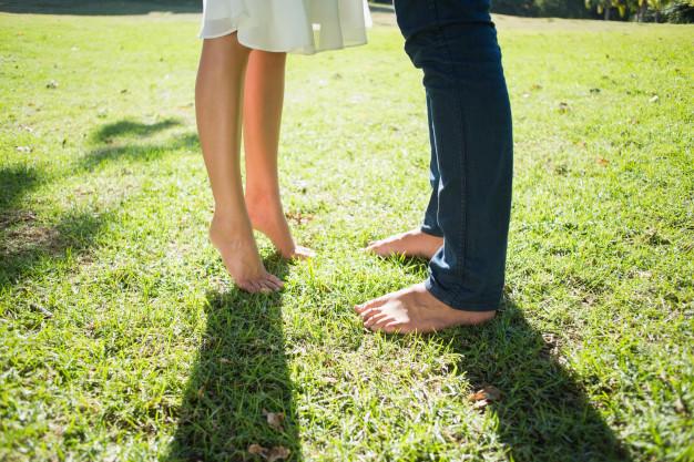 Beneficios de caminar descalzo que desconocías