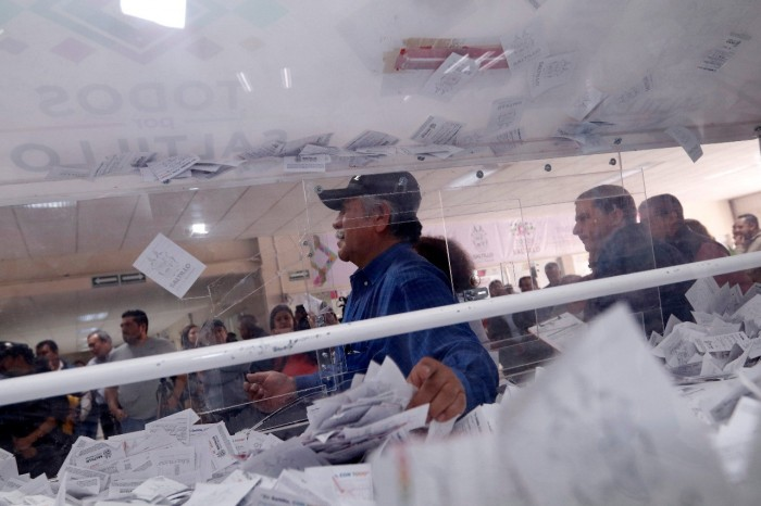 Premia Gobierno Municipal a saltillenses cumplidos