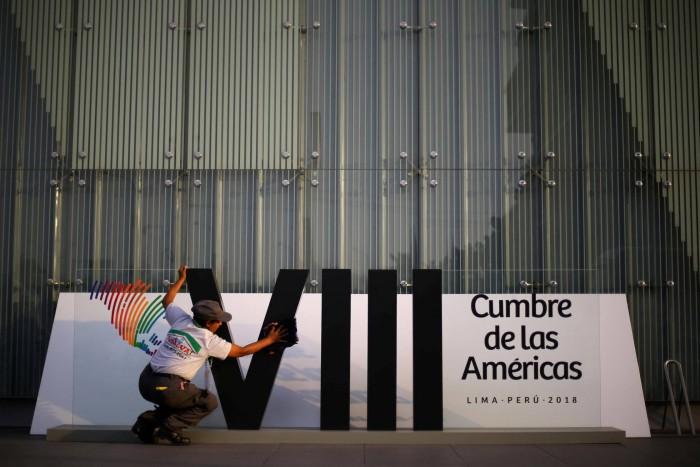 Latinoamérica celebra una cumbre sobre la corrupción con las élites devoradas por los escándalos