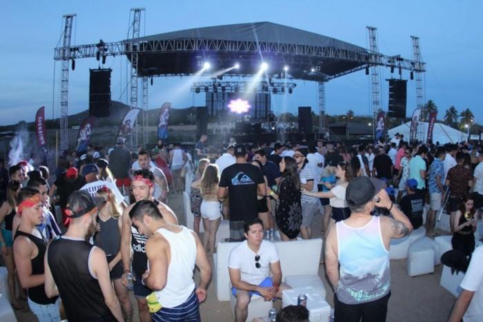 Cancelan festival en Mazatlán por caída de templete; hay 8 lesionados