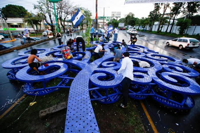 """La caída de las """"arbolatas"""" de Ortega en Nicaragua"""
