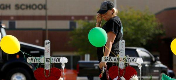 Demandan a padres del presunto responsable del tiroteo en escuela de Texas
