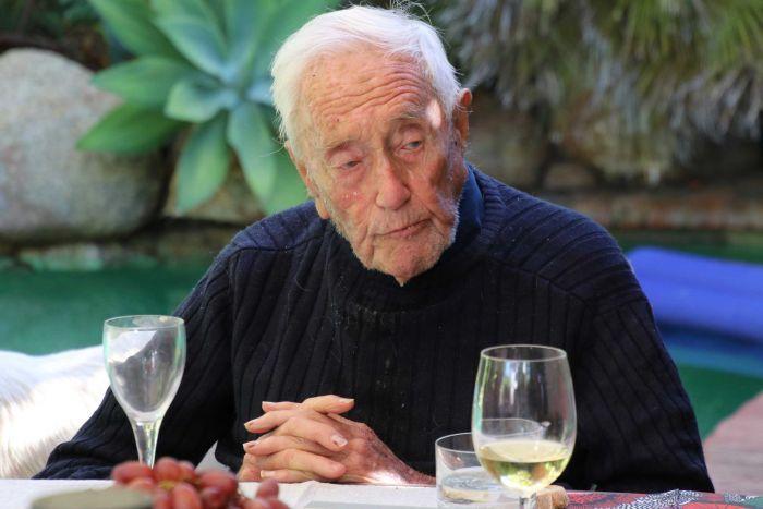 Un científico australiano de 104 años viaja a Suiza para solicitar el suicidio asistido