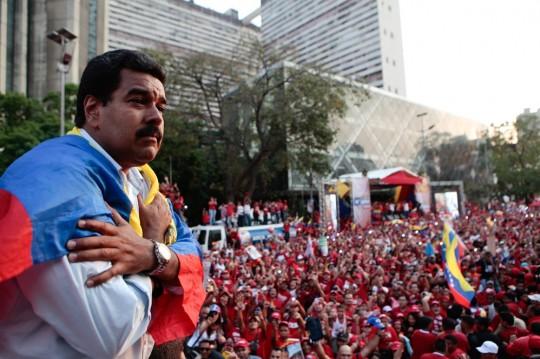 """Maduro pide a los venezolanos seis años más para """"transformar radicalmente"""" la economía"""