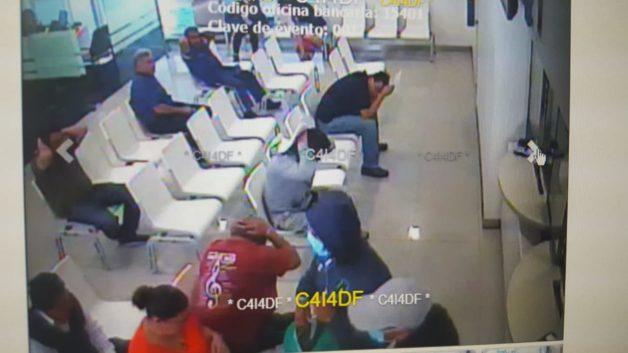 Asaltan a clientes en el interior de un Bancomer en la GAM