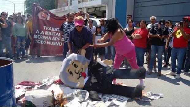 0649_militantes-de-morena-protestando-durante-su-renuncia-al-partido_620x350