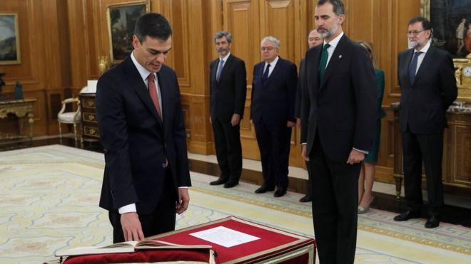 Pedro Sánchez prepara el traspaso de poderes y la elección de sus ministros