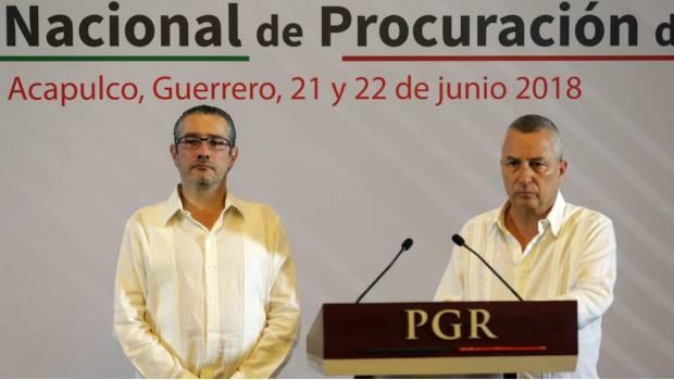 Fiscales y Procuradores se oponen a crear Comisión de la Verdad por caso Iguala