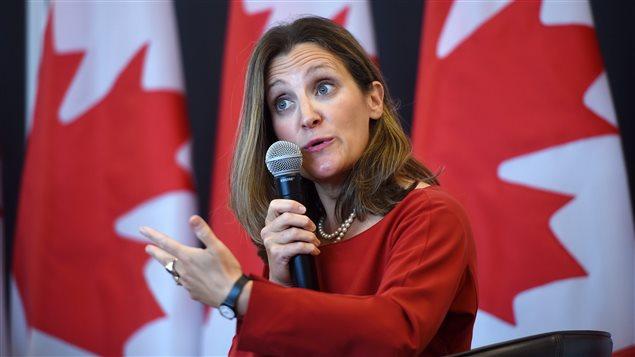 """Canadá anuncia sanciones económicas """"dólar por dólar"""" contra productos de EU"""