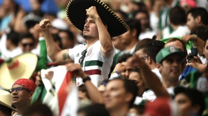 La hinchada de México reemplazó su canto homofóbico al portero rival por un hit de Luis Miguel