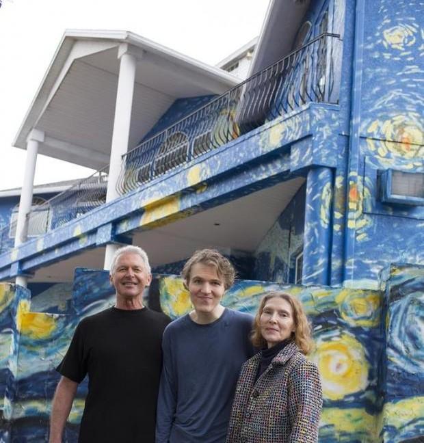 Convierten su casa en obra de Van Gogh para que su hijo autista pueda volver