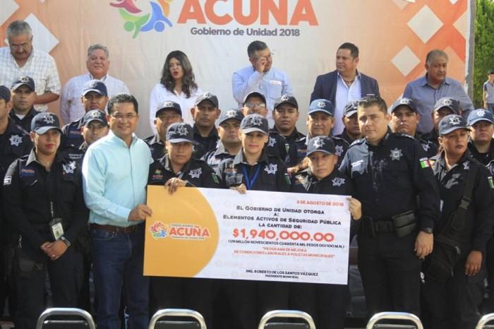Entregan Estímulos económicos a Policias Municipales en AcuñaCoahuila.