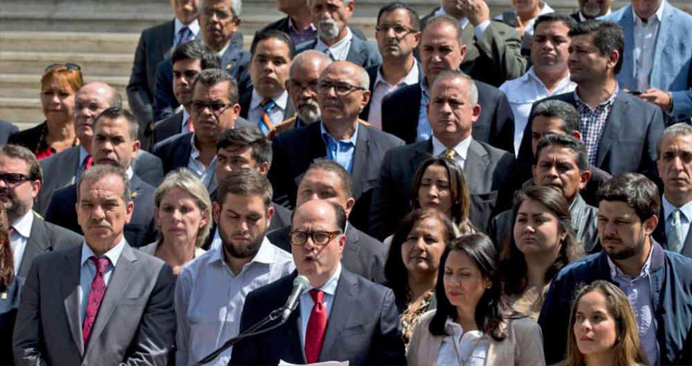 """La oposición venezolana convoca un """"paro nacional"""" tras las medidas económicas anunciadas por Maduro"""