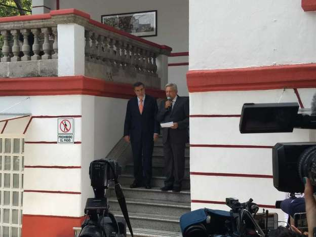 AMLO anuncia 2 paquetes de leyes: combate a la corrupción y bienestar del pueblo
