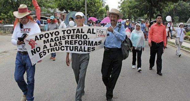 CNTE advierte a AMLO volver a tomar las calles si no deroga la Reforma Educativa