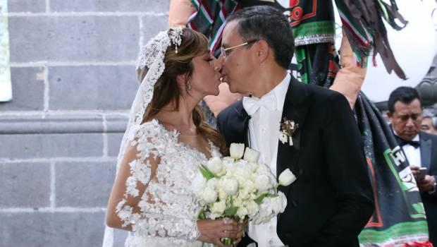 9 mil rosas blancas decoran la boda de César Yáñez