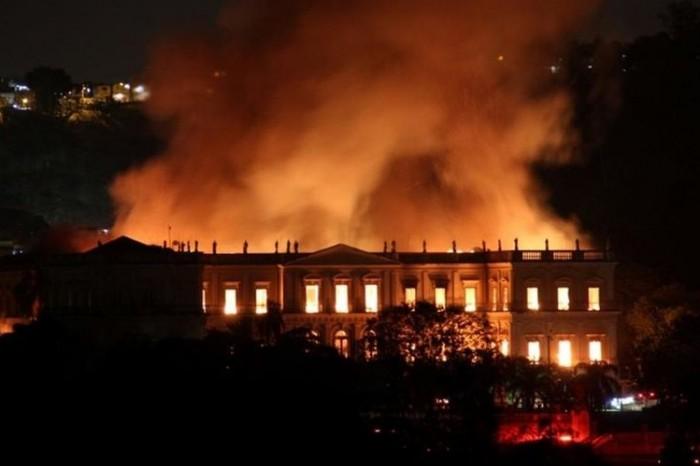 Se incendia Museo Nacional de Brasil