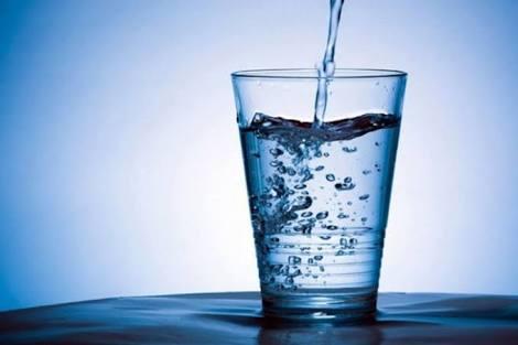 Haz tu propia agua alcalina.