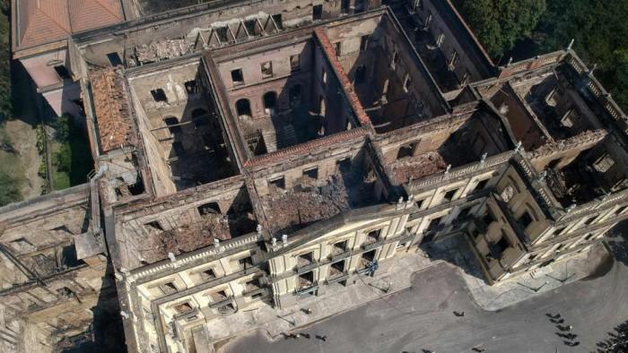 Brasil empieza la reconstrucción del Museo Nacional con indignación en las calles