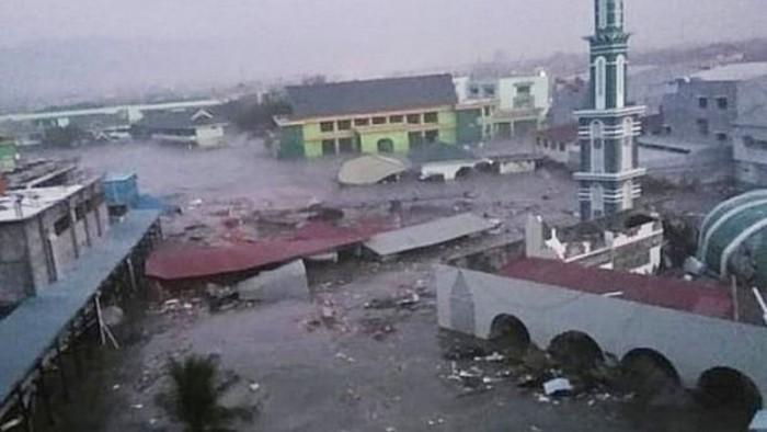 Casi 400 muertes por Tsunami en Indonesia,