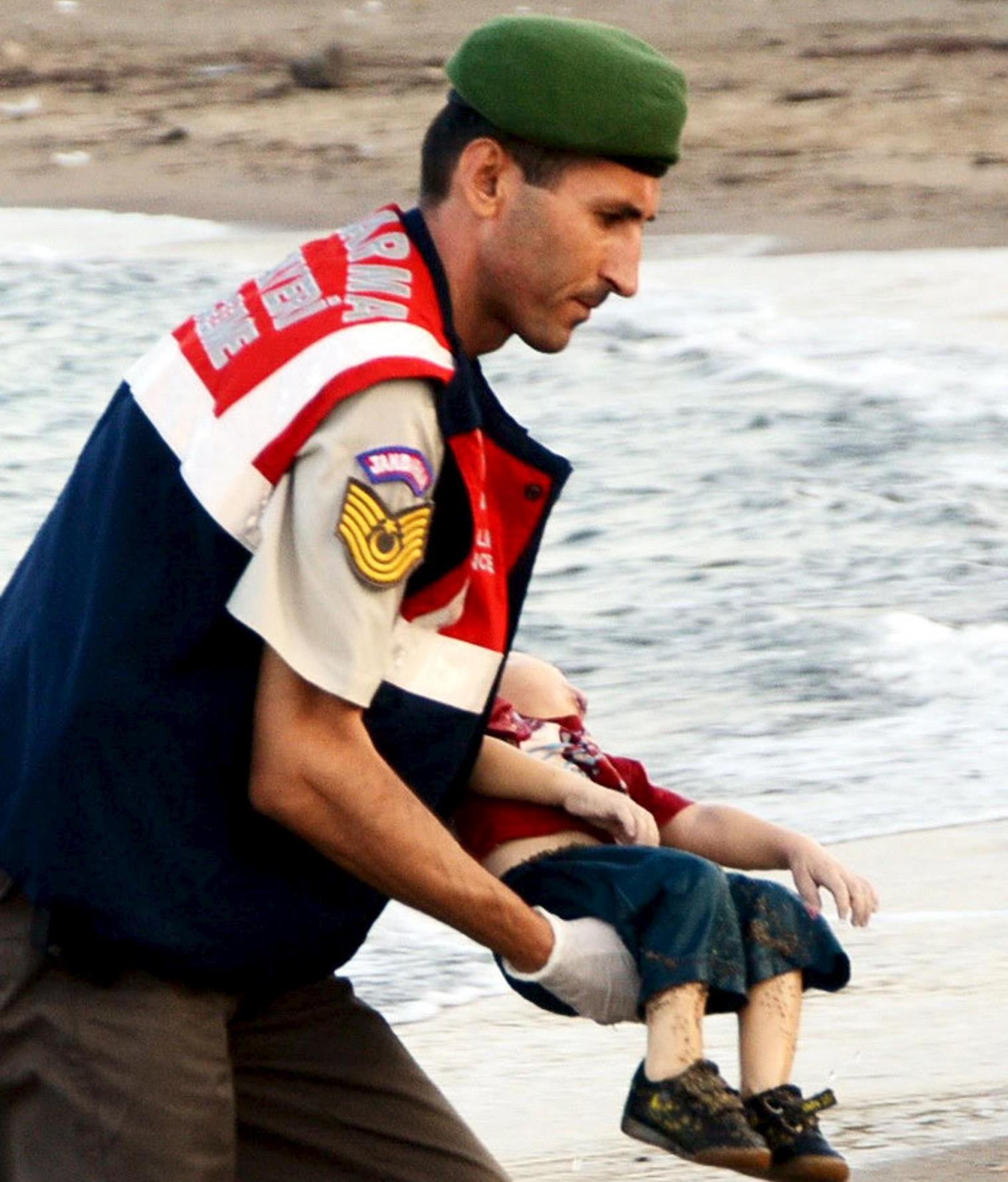 Conmemoran 3 años de la muerte del niño sirio Aylan Kurdi